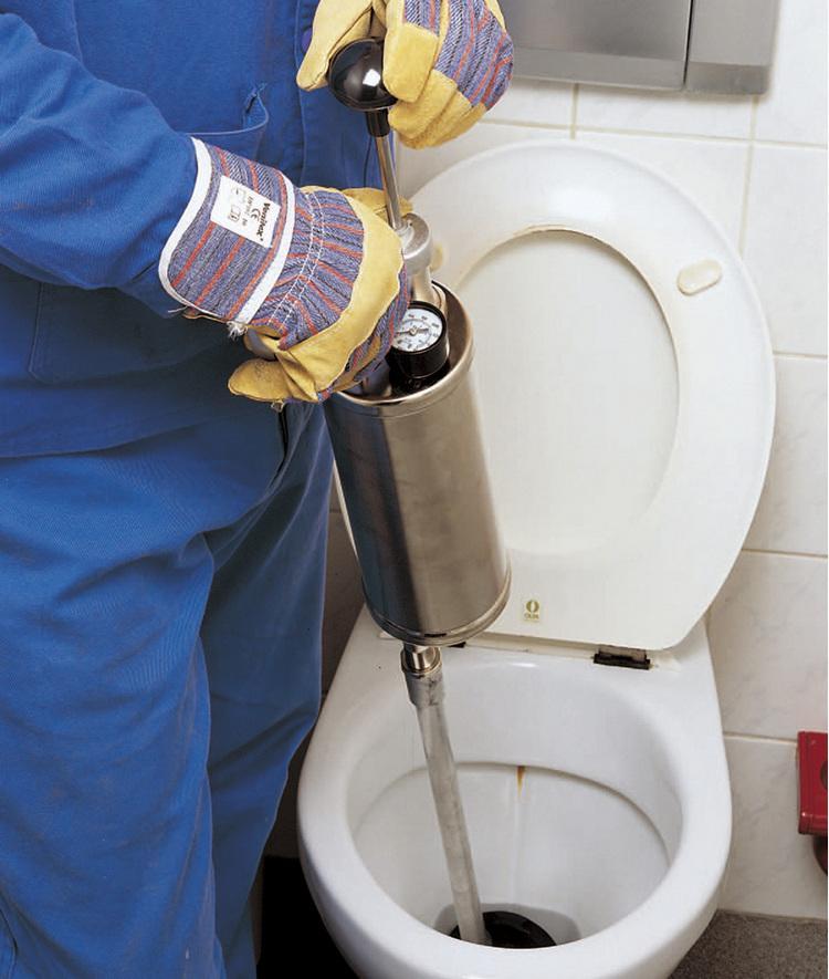 Как прочистить унитаз: приспособления и способы проведения
