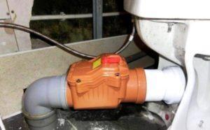 Обратный клапан, смонтированный после унитаза