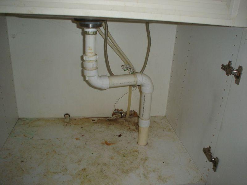 Неприятный запах из канализации в частном доме