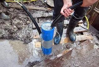 Очищение скважины водой