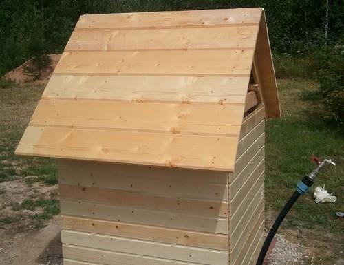 Домик для скважины из дерева