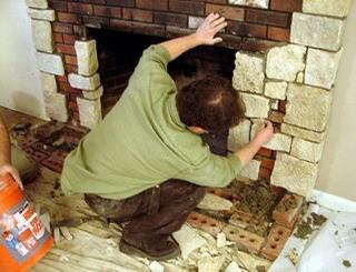 Процесс облицовки камина камнем