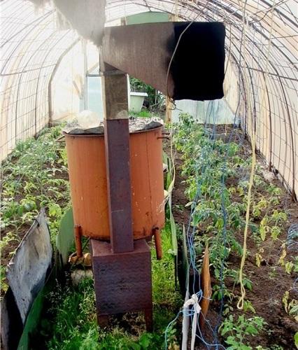 Пример буржуйки с водяным баком для теплицы