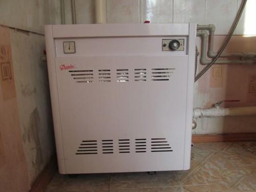 Красивый и аккуратный парапетный газовый котел
