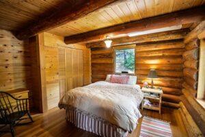 Спальня деревянного дома