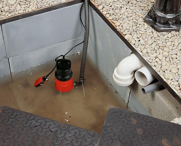 Откачка воды из бассейна