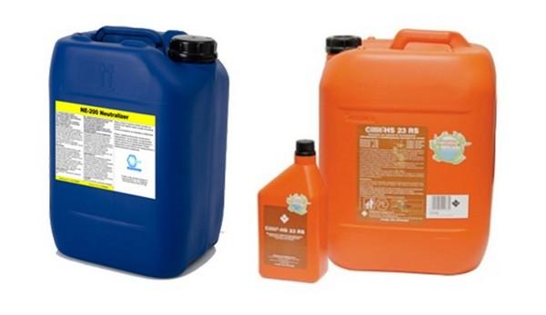 Для чистки труб используют щелочь или кислоту