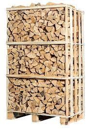 Высушенные и аккуратно уложенные дрова