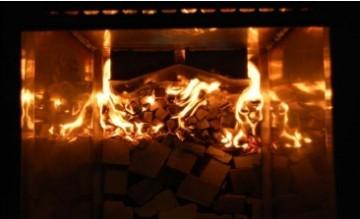 Огонь и жар внутри топки