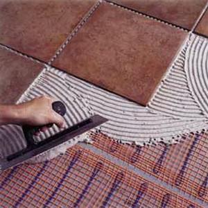 Укладка плитки с помощью клея
