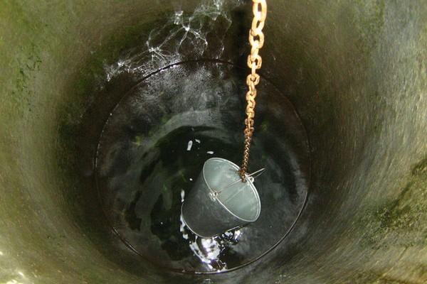 Вода в этом колодце расположена очень глубоко