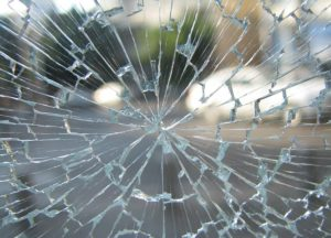 Поврежденное стекло
