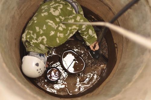 Очистка выгребной ямы
